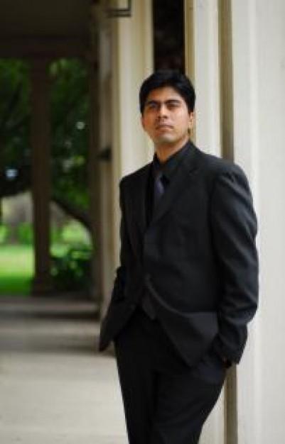 hombre-de-negocios--bien-vestido_19-104980
