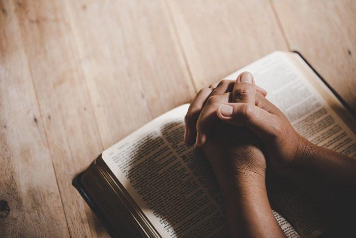 Man praying - learn hebrew